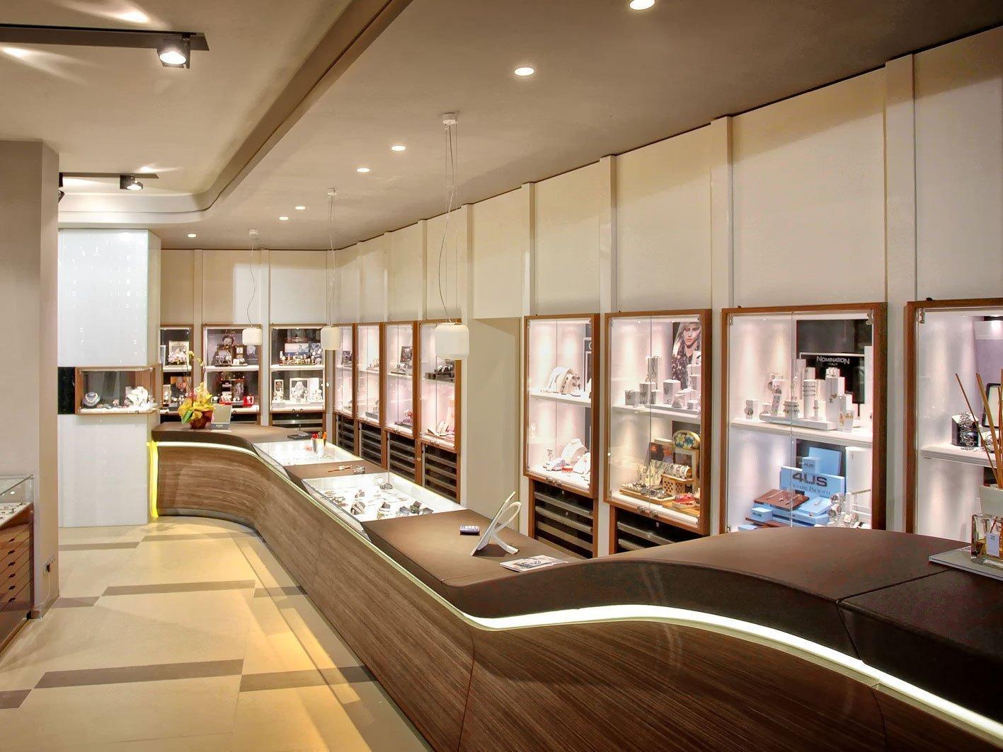 Gioielleria cozzari amlab oltre i luoghi comuni - Progetti di interior design ...