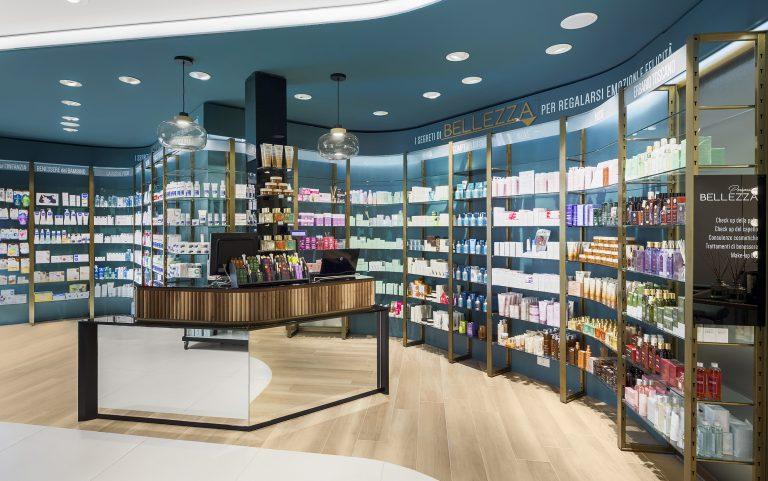 Le projet Farmacia Centrale sur Retail Design Blog