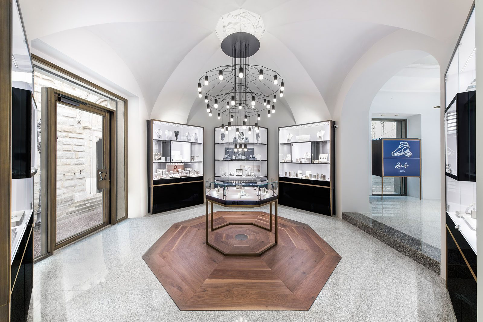 Gioielleria Cozzari on Retail Project!