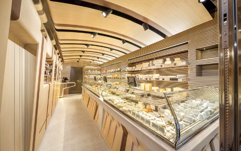 Inaugurates in Paris the new Fromagerie Alléosse