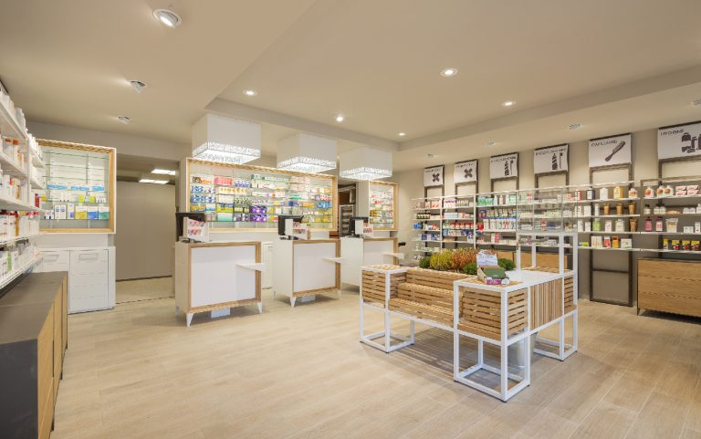 Inaugurates the Pharmacy de l'Yvette